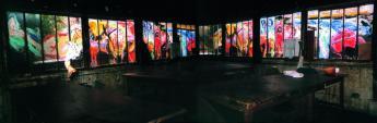 """Nach der Vorstellung / After the Play Leuchtkasten C-Foto mit Toncollage. Städtisches Museum, Engen. Interaktive Bühnenmalerei, entstanden während der Aufführung von Natascha Kantors Tanztheater """"La Gourmandise"""", La Guillotine, Montreuil, Paris, 17. September 2001. Hinterglasmalerei, Originalgröße 7,80 × 1,30 m"""